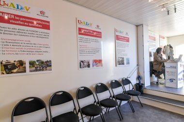 La salle d'attente du Bus du Glaucome de l'UNADEV
