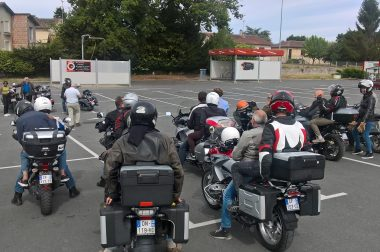 Le groupe en moto