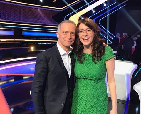 Maria-Gabriela posant avec Samuel Etienne lors de l'émission