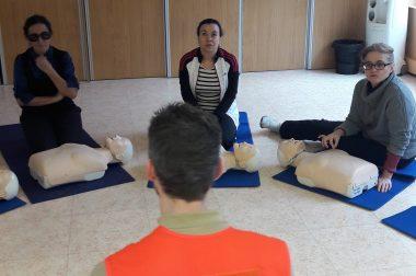 Formation aux 1ers secours, les élèves attentifs