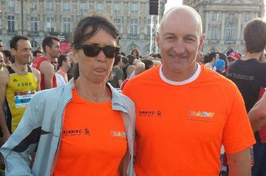 Marianne malvoyante sur la place de la Bourse à Bordeaux pour le marathon