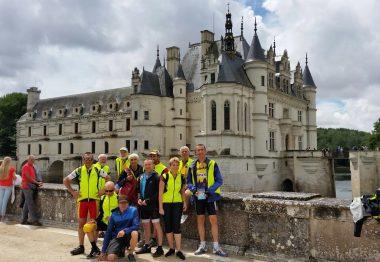Les tandemistes devant le château de Chenonceau