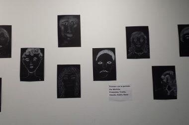 Portrait blanc sur noir.