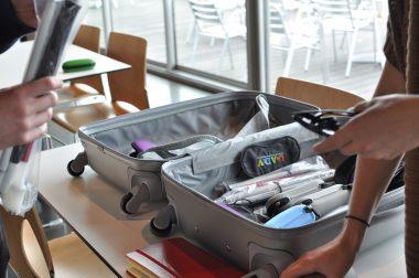Valise avec matériel pour sensibiliser le pubic au handicap visuel.