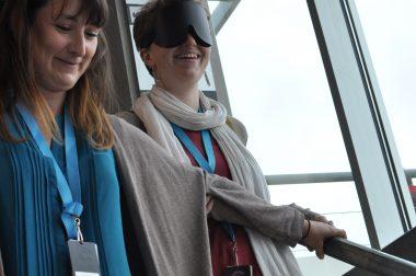 Expo luminopoli avec une personne qui a un masque UNADEV