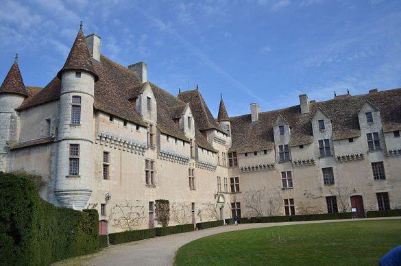 Cour château Renaissance.