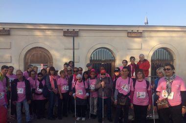 Bénéficiaires avec T-shirt rose prêts à partir