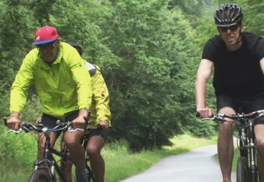 Vélo en tandem avec des non-voyants
