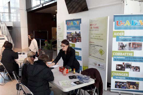 Sensibilisation au handicap visuel au Conseil Départemental de la Gironde par nos animatrices Mélanie et Elise