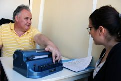 Formation sur la machine Perkins pour écrire en braille