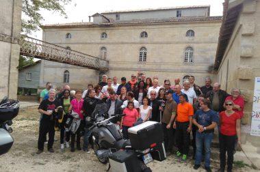 Une photo de groupe lors du week-end auto-moto dans les Landes