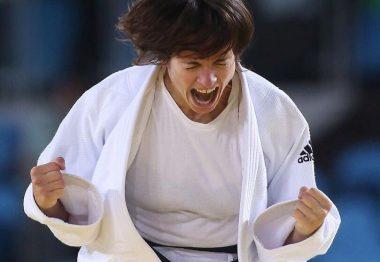 Sandrine Martinet remportant la médaille d'or en septembre 2016