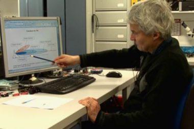 René Farcy, qui a créé la canne blanche électronique et continue de l'améliorer depuis 25 ans