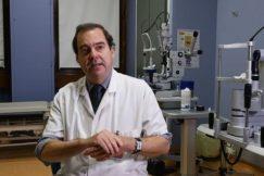 Un opthalmologiste témoigne devant la caméra