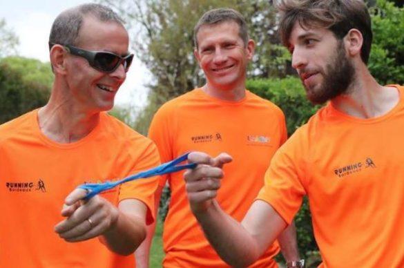 Michel, malvoyant avec ses deux guides pour le marathon de Bordeaux