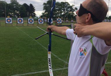 Face aux cibles, Michel Lebesnerais tir à l'arc.