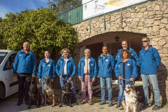 Photo de l'équipe de l'école de chiens guide de Biot qui pose