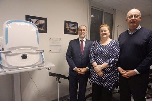 De gauche à droite : Philippe Vigouroux, Directeur Général du CHU de Bordeaux, Laurence de Saint Denis, Présidente de l'UNADEV et Jean-Francois Korobelnik, Pr et chef du service d'ophtalmologie au CHU de Bordeaux
