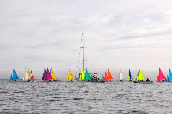 Petits bateaux aux volies multicolores