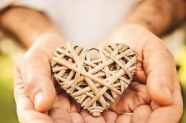 Coeur entre 2 mains