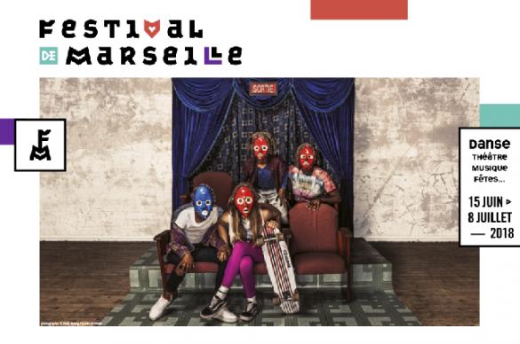 Personnages masquées sur affiche Festival
