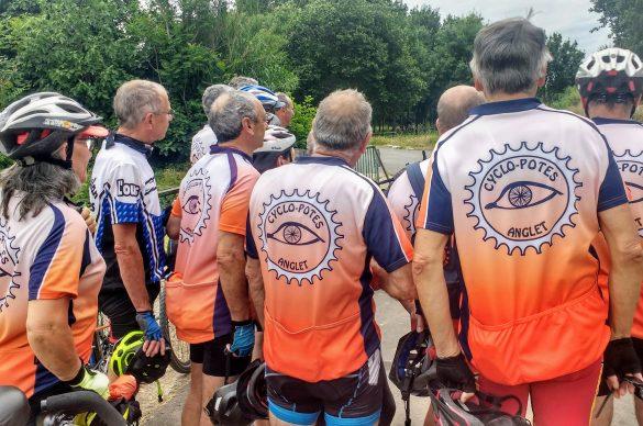 cyclistes vus de dos