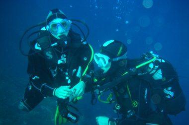 2 plongeuses sous-marines