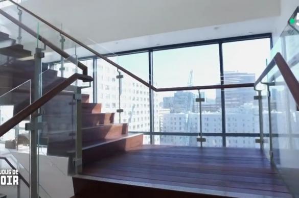 Escalier en verre et bois