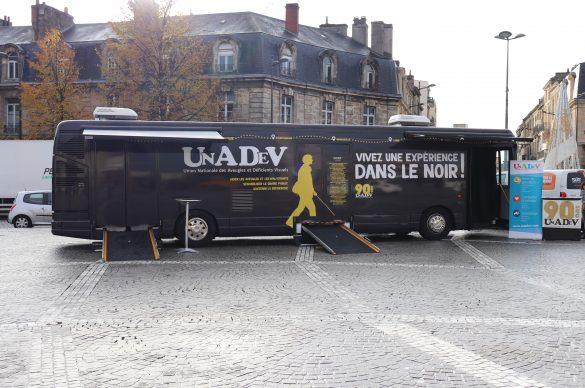 Le bus dans le noir à Bordeaux le 21 novembre