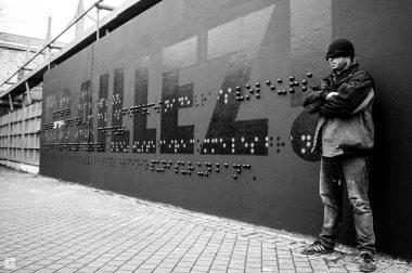 fresque braille sur un mur
