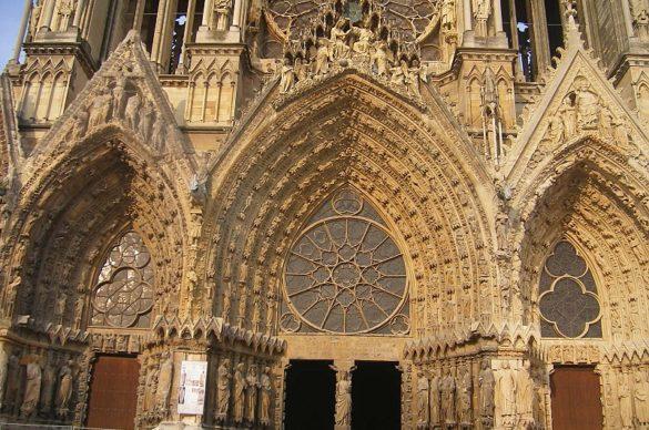 Les 3 portails à l'entrée de la cathédrale de Reims